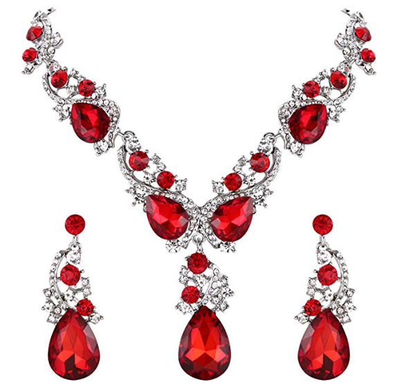 A Guide to High End Christmas Costume Jewelry 2